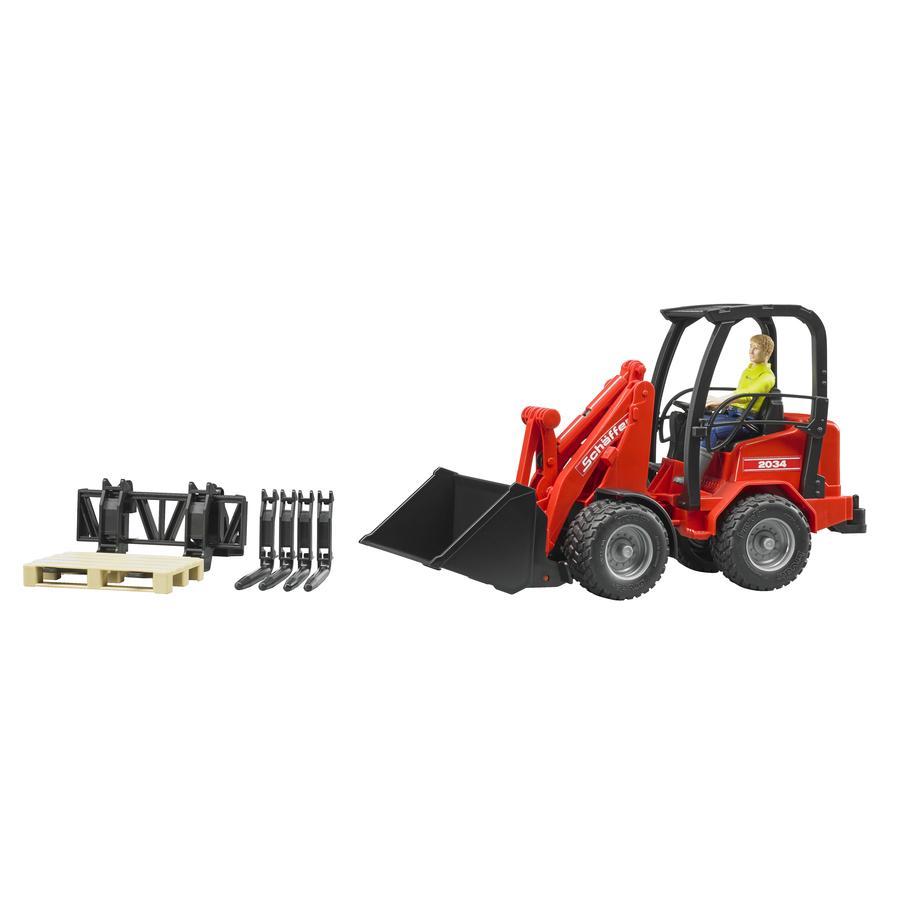 bruder® Schäffer Truck 2034 med figur och tillbehör 02191