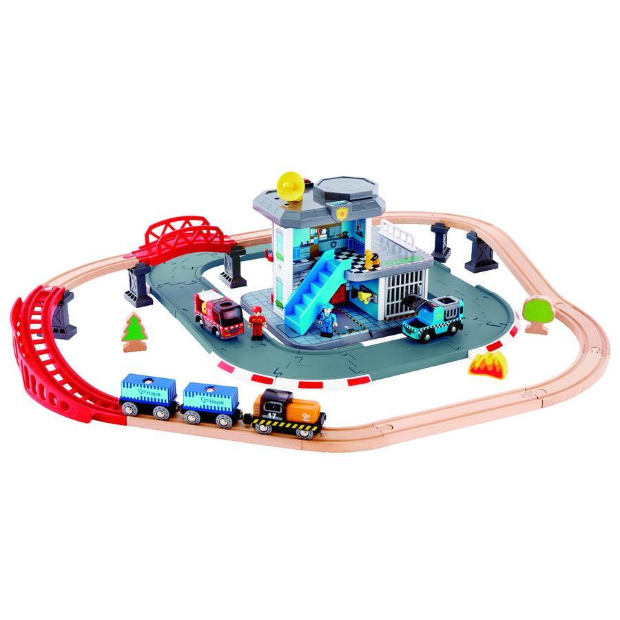 Hape Circuit train caserne pompier et police, bois E3736
