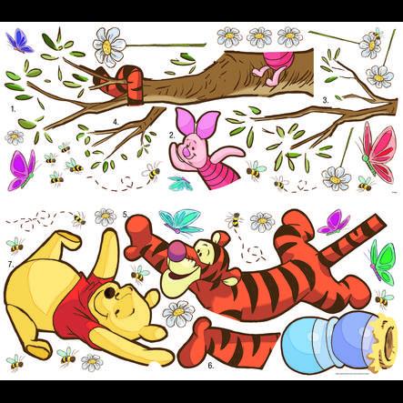 RoomMates Muursticker - DISNEY Winnie Pooh vangt de honing op.