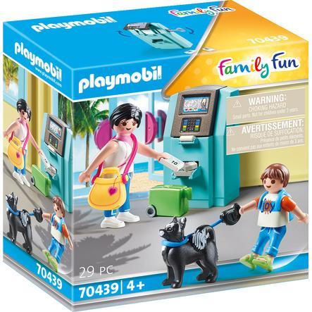 PLAYMOBIL® Family Fun Urlauber mit Geldautomat