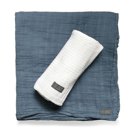 VINTER&BLOOM Geschenkset Kuscheldecke Soft Grid & Musselindecke Bright White/Storm Blue