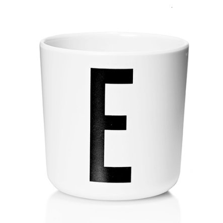 Design letters Melaminbecher mit Arne Jacobsen Vinatge ABC weiß letter schwarz Buchstabe E